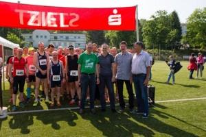 Hasenrunde-2016_Sponsoren-und-Schirmherr-am-10km-Start